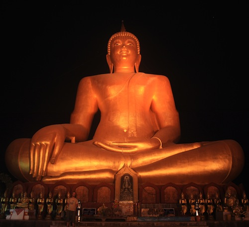 Big buddha thaïlande on the raod