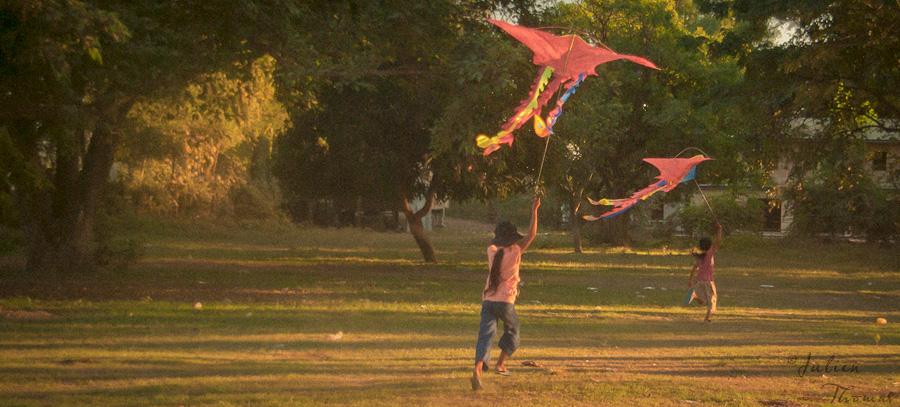 Enfants et cerfs-volants