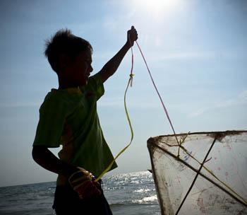 enfant Cambodgien, plage, julien thomas, cerf-volant, kite