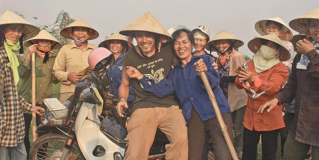 Rencontre et découverte en deux roues campagne et habitants du Vietnam